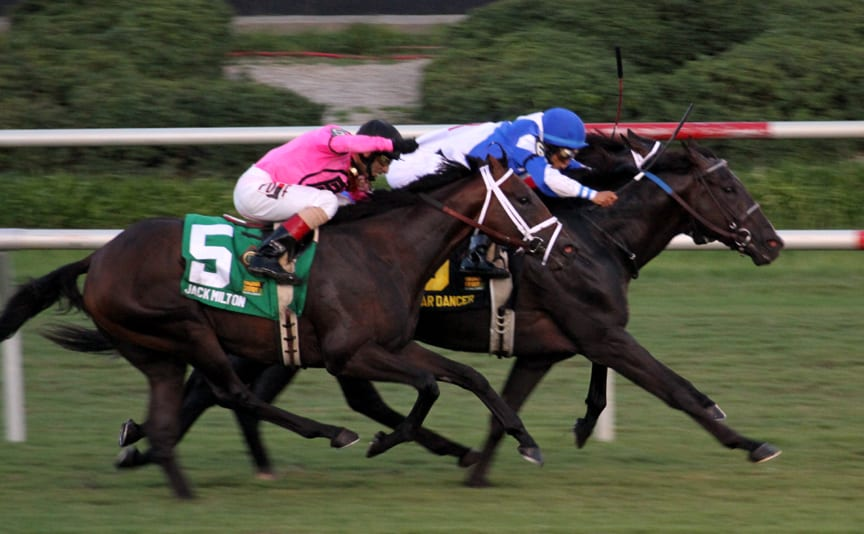 War Dancer grabs the lead. Photo by Laurie Asseo.