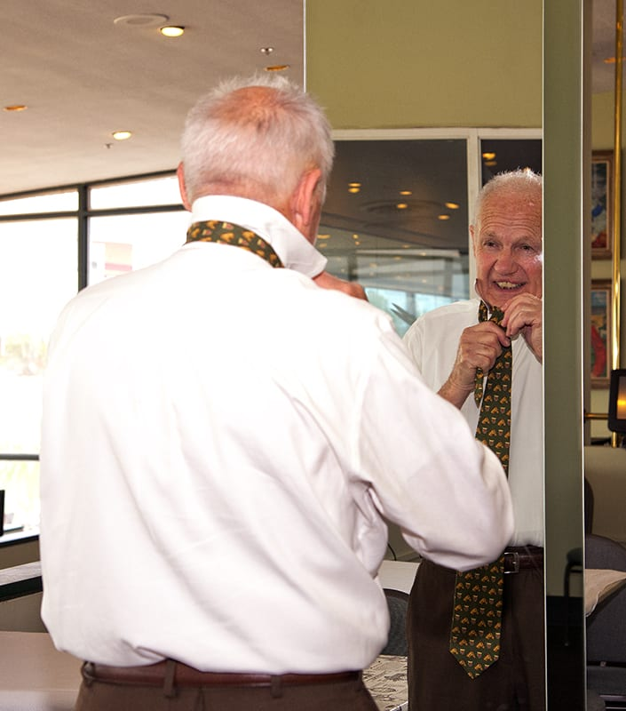 King Leatherbury puts on his tie prior to Monday's press conference at Pimlico. Photo by Jim McCue, Maryland Jockey Club.