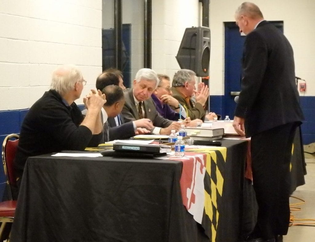 Commissioners discuss the issues at tonight's hearing. Chairman John McDaniel is seated at center. Photo by The Racing Biz.